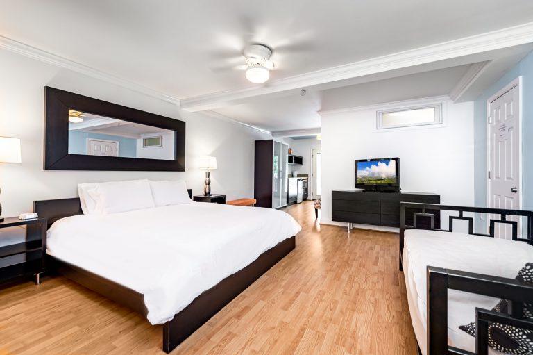 Room 4 Canalside Inn
