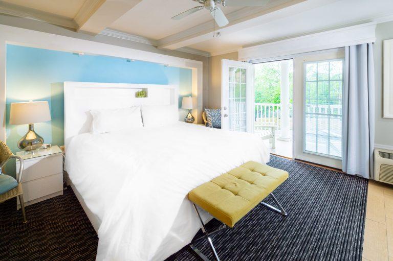 King room 12 Canalside Inn