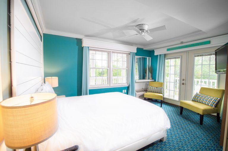 Queen room 11 Canalside Inn